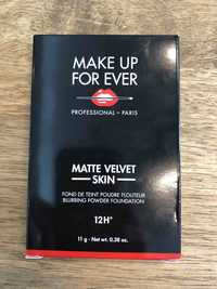 MAKE UP FOR EVER - Matte velvet skin - Fond de teint poudre flouteur