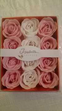 Isabelle Laurier - Boîte cadeau romantique avec 12 roses en savon confetti