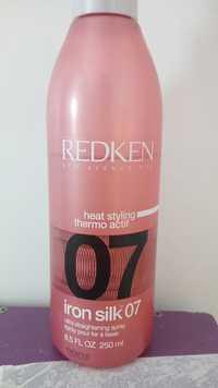 Redken - Heat styling Iron silk 07 - Spray pour fer à lisser