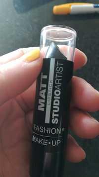 Fashion Make-Up - Studio artist - Matt lipstick