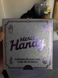 MERCY HANDY - Cube de voyance - Gel mains nettoyant + Crème mains et déodorant + 1 mini déodorant, clean Namaste, 1 jeu de cartes pré-découpées pour prédire l'avenir